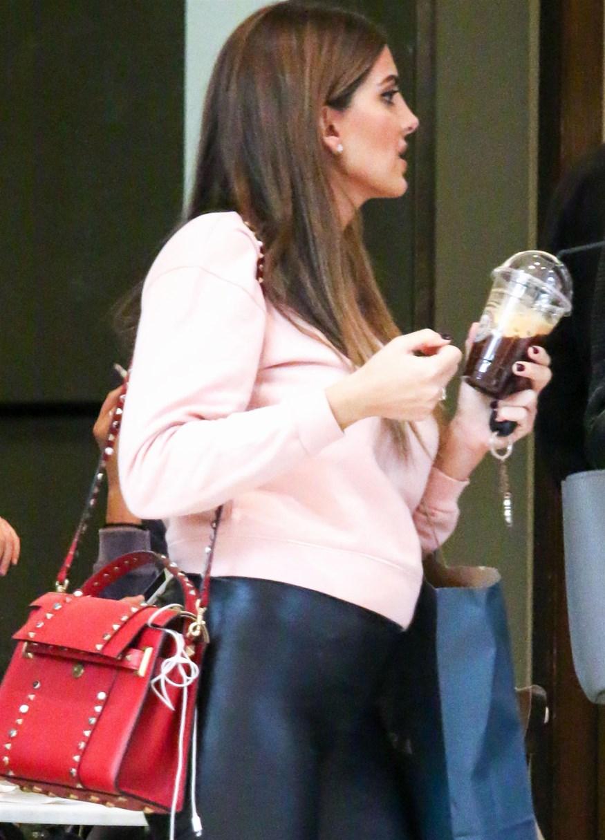 Paparazzi! Shopping therapy για την εγκυμονούσα Σταματίνα Τσιμτσιλή - Με ποια παρουσιάστρια συναντήθηκε;