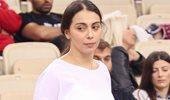 Paparazzi: Η Ολυμπία Χοψονίδου στις κερκίδες του γηπέδου με τον γιο της
