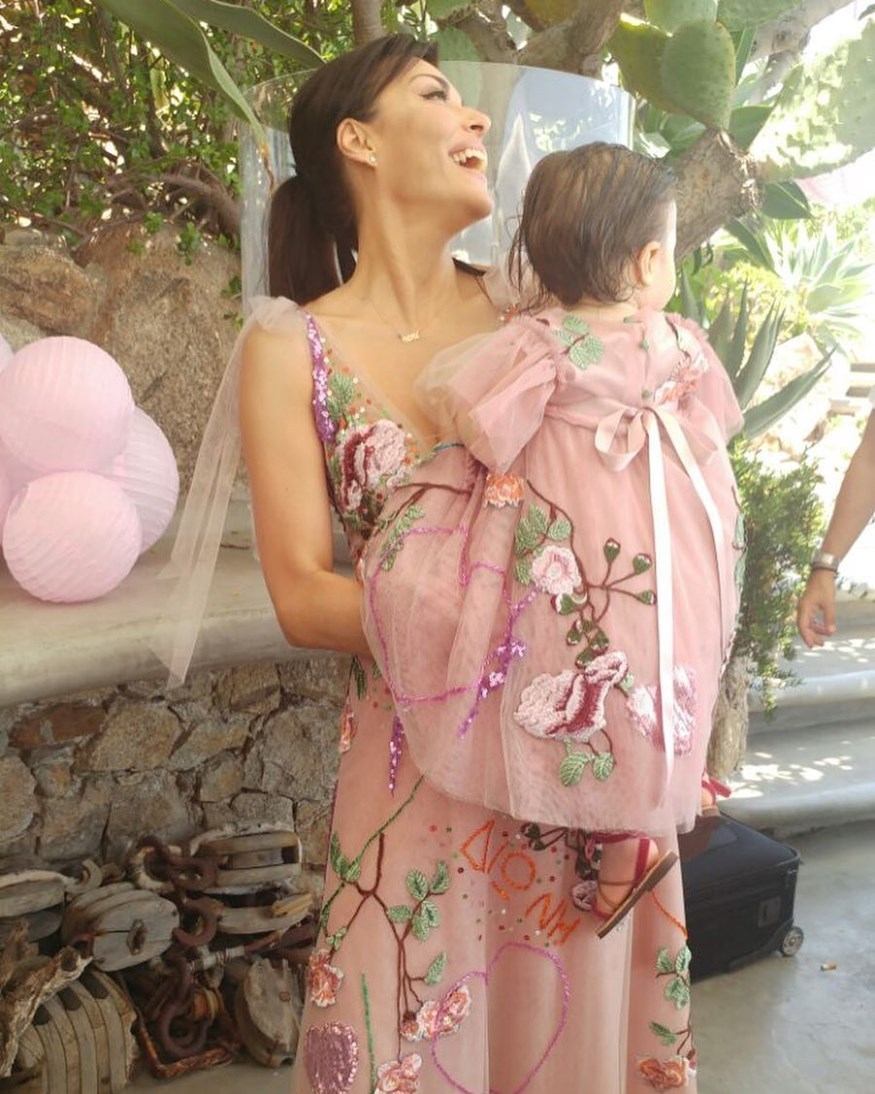 Σίσσυ Φειδά: Οι νέες φωτογραφίες από τη βάφτιση της κόρης της Διώνης