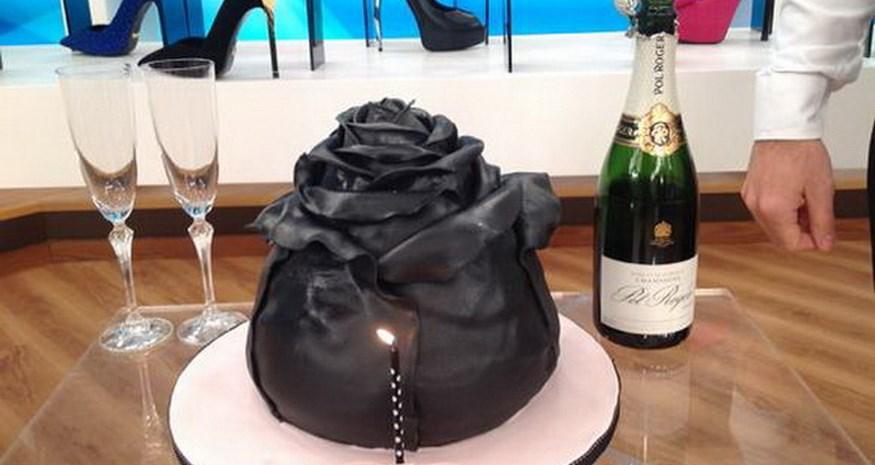 Ελένη Μενεγάκη: Ποιος έφερε μαύρη τούρτα στο πλατό της εκπομπής για τα γενέθλιά της;