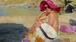 Η Μενεγάκη στην Άνδρο για Πάσχα! Με τα παιδιά, τον Μάκη, τη μαμά και το Βίκτωρα αγκαλιά στην παραλία, ξεκίνησαν τα μπάνια τους!