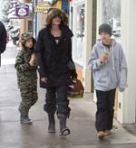 Χαμός στο διαδίκτυο! Η κόρη του Brad Pitt και της Angelina Jolie αλλάζει... φύλο!