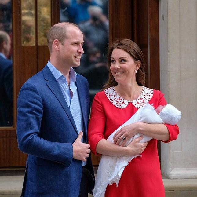 Κέιτ Μίντλετον - Πρίγκιπας Γουίλιαμ: Οι πρώτες εικόνες με το νεογέννητο μωρό τους!