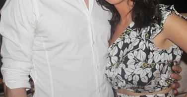 Το νέο ζευγάρι της ελληνικής showbiz ποζάρει για πρώτη φορά αγκαλιά και δείχνει... full in love!