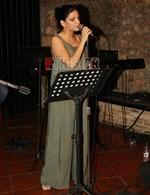 Είναι η 23χρονη κόρη πασίγνωστου Έλληνα ηθοποιού και αποφάσισε να γίνει τραγουδίστρια!