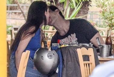 Paparazzi! Ορέστης Τζιόβας: Τρυφερά ενσταντανέ με τη σύντροφό του