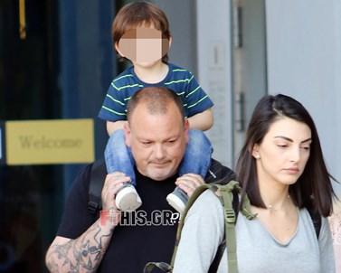 Δημήτρης Σκαρμούτσος: Βόλτα για ψώνια με τη σύζυγο και τον δυόμιση ετών γιο τους