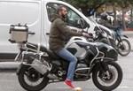 Paparazzi: Ο κριτής του MasterChef, Λεωνίδας Κουτσόπουλος, σε έξοδο με τη μηχανή του!