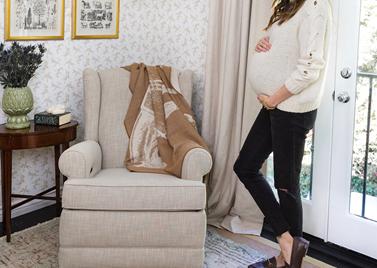 Λίγους μήνες πριν γεννήσει μας δείχνει πώς διακόσμησε το βρεφικό δωμάτιο της κόρης της!