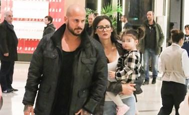 Paparazzi! Ο Άρης των REC σε μια σπάνια έξοδο με την σύζυγό του και την κόρη τους!