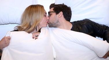 Τα τρυφερά φιλιά του Αποστόλη Τότσικα και της Ρούλας Ρέβη σε νέα βραδινή τους έξοδο!