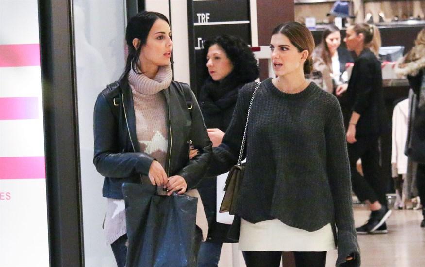 Paparazzi! Σταματίνα Τσιμτσιλή: Βόλτα για shopping με την κουμπάρα της, Όλγα Λαφαζάνη
