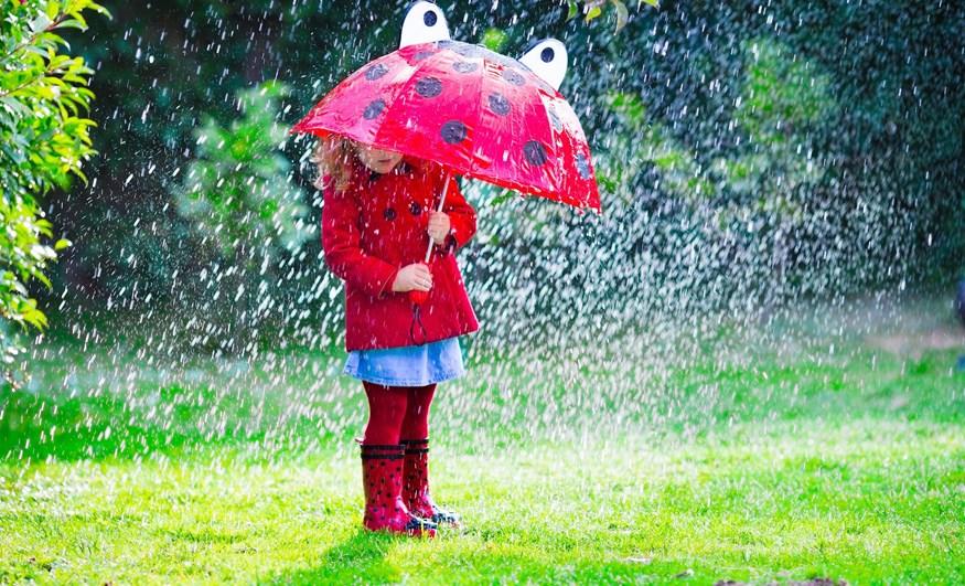 """""""Μαμά, βρέχει!"""" - 10 πράγματα που μπορείτε να κάνετε με τα παιδιά μια βροχερή μέρα"""