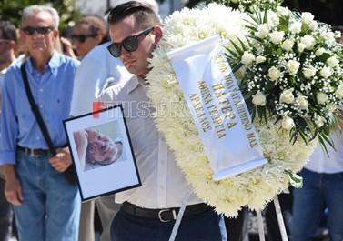 Θλίψη στην κηδεία του Μάνου Αντώναρου