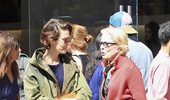 H Sarah Paulson υπερασπίστηκε δημόσια τη σχέση της με την κατά 32 χρόνια μεγαλύτερη της Holland Taylor