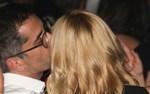 Σία Κοσιώνη - Κώστας Μπακογιάννης: Τρυφερά ενσταντανέ σε βραδινή έξοδο για το ερωτευμένο ζευγάρι