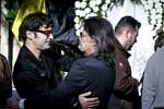 Θλίψη στην κηδεία του Τζίμη Πανούση: Το τελευταίο αντίο στον αγαπημένο καλλιτέχνη