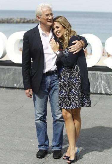 Για τρίτη φορά γαμπρός ο Ρίτσαρντ Γκιρ! Παντρεύεται την 35χρονη Ισπανίδα σύντροφό του