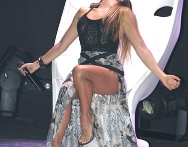 Ελληνίδα τραγουδίστρια αποκαλύπτει: Του έφερα το μικρόφωνο στο κεφάλι, γιατί την ώρα που τραγουδούσα...