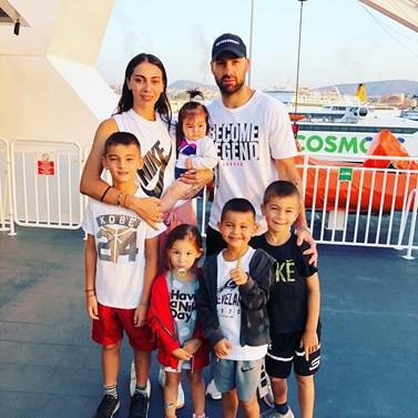 Ολυμπία Χοψονίδου – Βασίλης Σπανούλης: Δείτε φωτογραφίες από τις οικογενειακές διακοπές με τους κουμπάρους τους