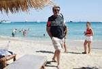 Paparazzi: Δείτε φωτογραφίες από τις διακοπές του Γιάννη Λάτσιου στη Μύκονο