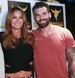 Full in love: Ο Δημήτρης Αλεξάνδρου ποζάρει από την πισίνα με τη σύντροφό του, Μαρία Καλάβρια