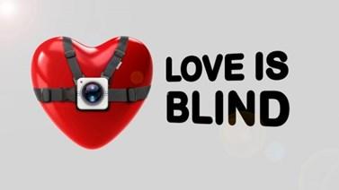 Love Is Blind: Πρόσωπο-έκπληξη στην παρουσίαση του νέου reality αγάπης του Epsilon!