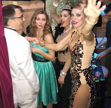 Aγγελική Λάμπρη: Δεν φαντάζεστε τι κάνει μέσα στο καμαρίνι της, εν ώρα παράστασης!