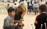 Φαίη Σκορδά: Δείτε φωτογραφίες από τη νέα δημόσια εμφάνιση της παρουσιάστριας με τους γιους της