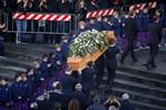 """""""Ράγισαν καρδιές"""" στην κηδεία του Ντάβιντε Αστόρι - Συγκεντρώθηκε χιλιάδες κόσμος για το τελευταίο αντίο"""