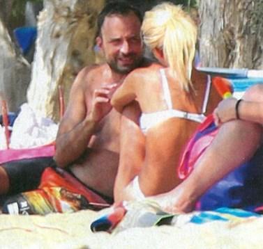 Γιώργος Λιανός: Full in love στην παραλία με τη νέα του σύντροφο!