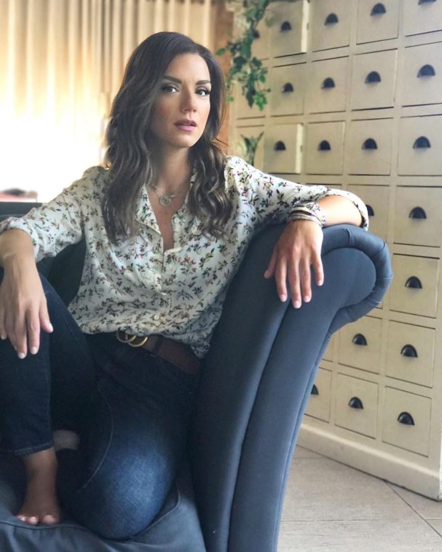 Βάσω Λασκαράκη: Φωτογραφίζει την κόρη της στο δωμάτιο του σπιτιού της