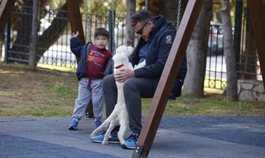Paparazzi! Ο Γιώργος Λιάγκας στην παιδική χαρά με τον μικρότερο γιο του, Δημήτρη!