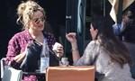 Paparazzi! Ελεονώρα Μελέτη - Φλορίντα Πετρουτσέλι: Πρωινή βόλτα με casual look για τις μέλλουσες μανούλες!