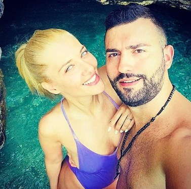Θοδωρής Μισόκαλος: Διακοπές με τη σύντροφό του στο ξενοδοχείο του Μάκη Παντζόπουλου στην Άνδρο