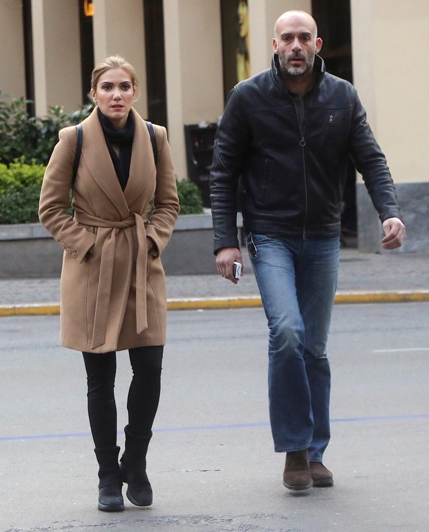 Έλενα Παπαβασιλείου: Χαλαρή βόλτα στο κέντρο της Αθήνας μαζί με τον σύντροφό της, Γιάννη Λεονάρδο!