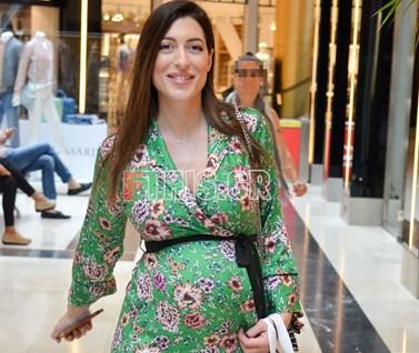 Φλορίντα Πετρουτσέλι: Βόλτα για ψώνια στον 8ο μήνα της εγκυμοσύνης της