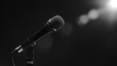 Σοκ: Βρέθηκε νεκρή στα 39 της η σύζυγος γνωστού τραγουδιστή