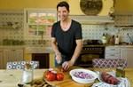 Σάκης Ρουβάς: Δείτε την σαλάτα που έφτιαξε με προϊόντα από τον κήπο του!