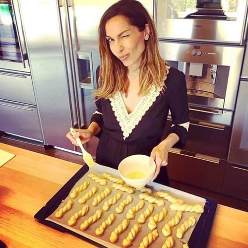 <span class=categorySpan colorLightBlue>Food/</span>Δέσποινα Βανδή: Δες τα Πασχαλινά κουλούρια που έφτιαξε και μάθε τη μυστική συνταγή της!